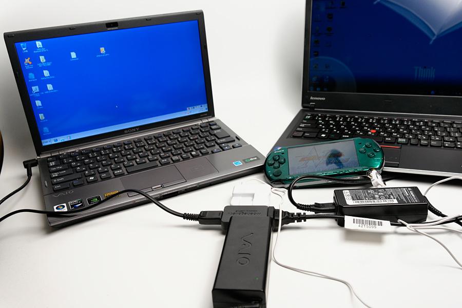 早速ノートPC2台とPSPを充電してみた。充電中に起動させても、まったく問題はなかった