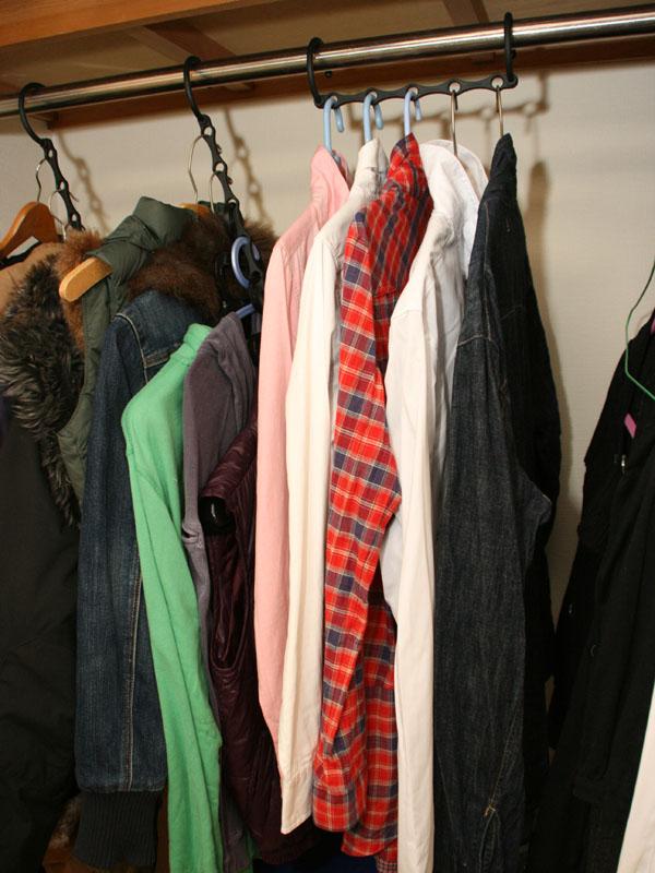 左が収納時、右が洋服を着脱するときの形