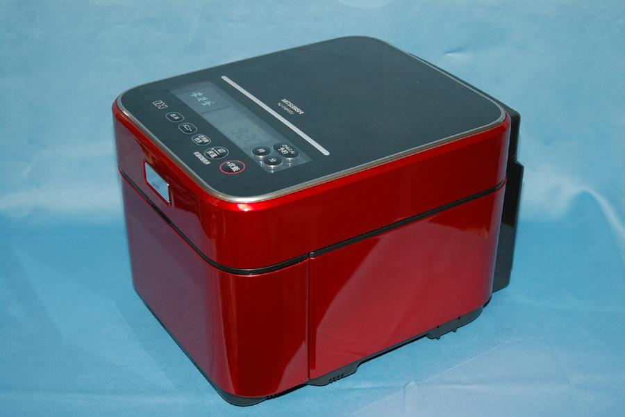 三菱電機のジャー炊飯器「蒸気レスIH 本炭釜 NJ-XWA10J」。蒸気レスに加えて本炭釜を採用した最上位機種