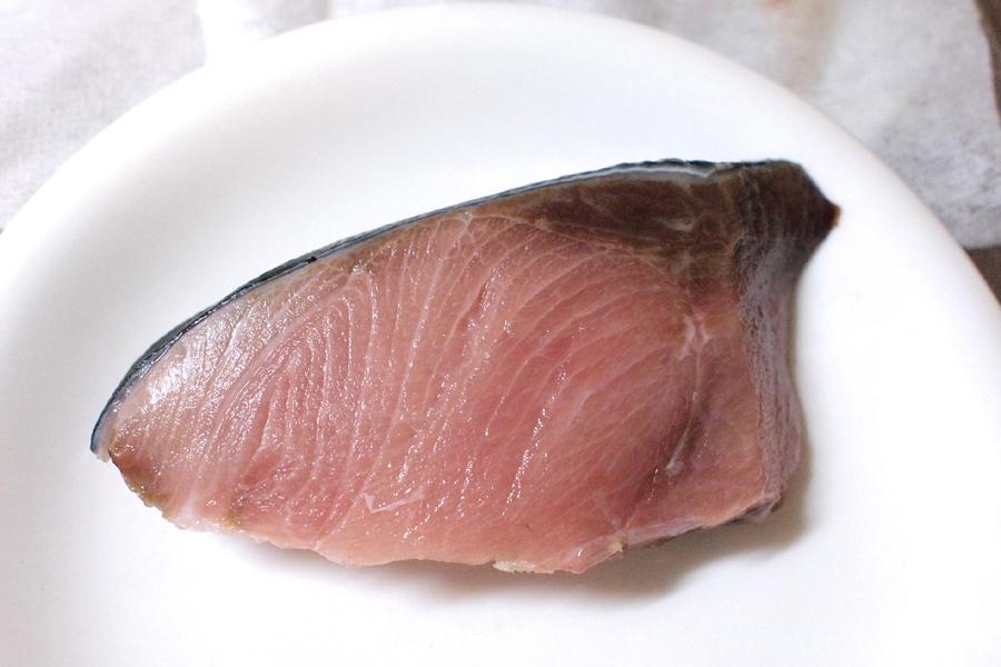 「お魚 冷凍・解凍シート」を使用しなかった切り身。瑞々しさが残っている