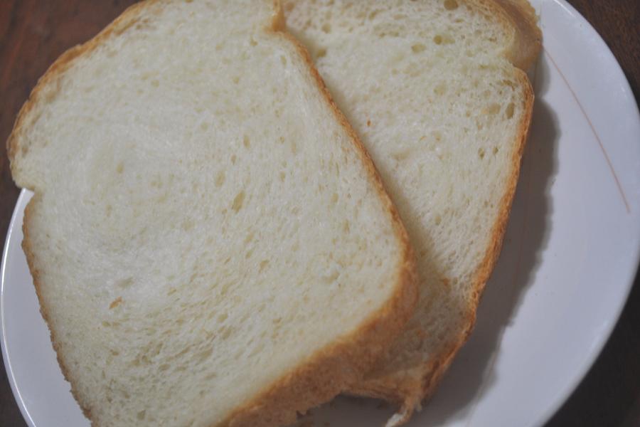 そのまま食べても、軽くトーストしてもおいしい基本の食パン。毎日の朝食に活躍しそうだ