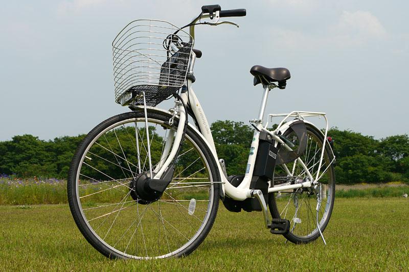 外見はママチャリな感じのeneloop bike CY-SPL226。これでも最新技術搭載の電動ハイブリッド自転車なのだ。でもやっぱりフツーにママチャリですな