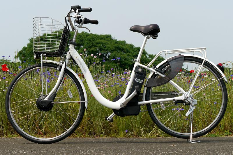 三洋電機のeneloop bike(エネループバイク) CY-SPL226。総重量は25.3kgで、一般的なシティサイクル/軽快車より10kg前後重い。アシスト無しで走ると重いママチャリになるが、アシストがオンだと実に軽々と走りまくれる