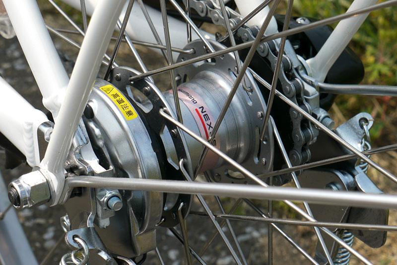 後輪のハブ部分にはシマノ製の内装変速機を搭載する
