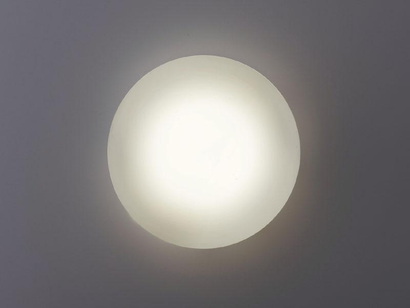 スパイラルパルック蛍光灯を使用している際のシーリング。器具の中央部も光っている