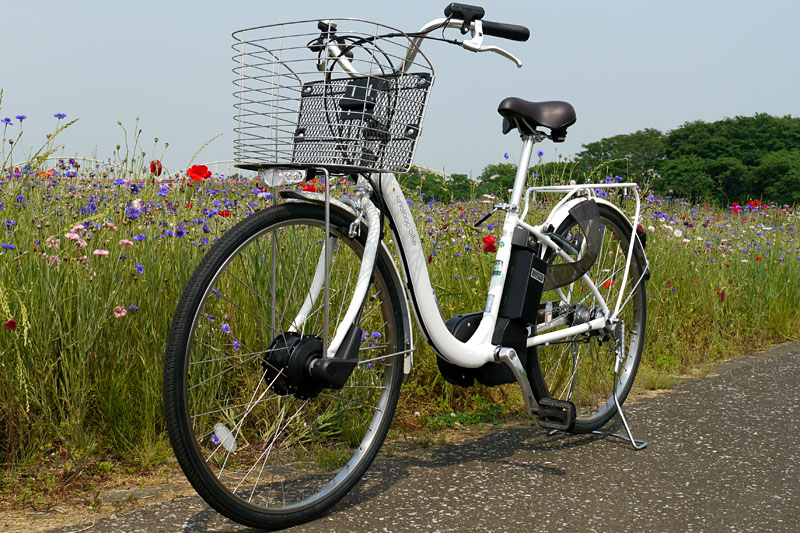 三洋電機の電動ハイブリッド自転車「eneloop bike CY-SPL226」。同社のアシスト自転車としてはフラッグシップ機種となる。メーカー希望小売価格は15万7,290円