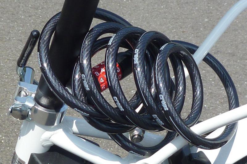 ワイヤー錠はこんな位置に装着。自転車を離れるたび、毎回施錠しましたヨ