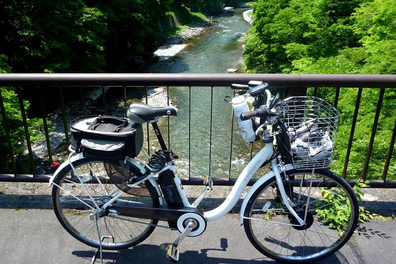 橋の上からの渓流も格別の美しさ