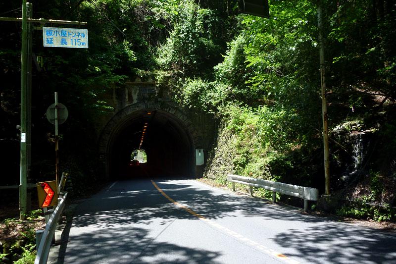 あと3つトンネルを抜ければ奥多摩湖の直前に!!