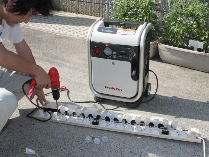 ドリルは消費電力90Wだけなので余裕。というか、なんか思ってたよりデカイ実験装置になっちゃった……
