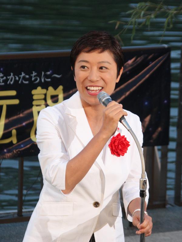 衆議院議員の辻元清美氏も登場。「(いのり星の)明かりは皆さんの心に明かりをともすものです。そして社会に、大阪に明かりをともす、そんなイベントになっていけば良いなと思います」
