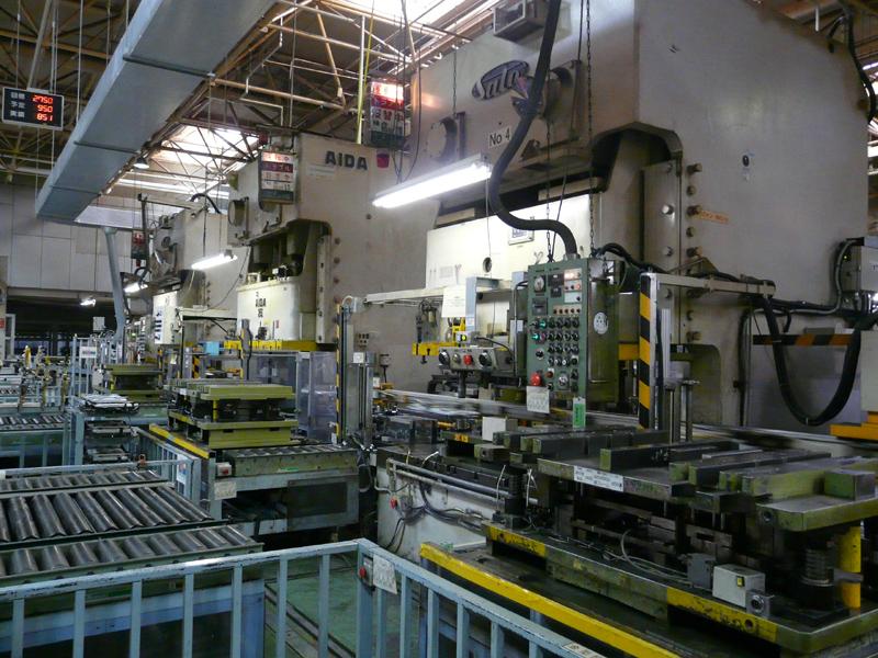 第1工場は室外機に関する源泉からの一貫生産。板金加工ラインもある