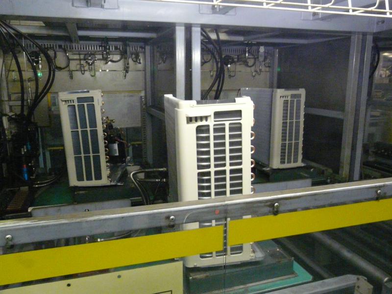 その後、冷媒充填工程、冷媒漏れ検査工程を通過
