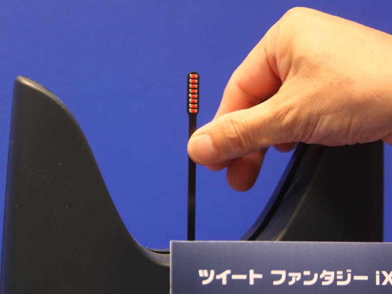 "<font color=""navy"" size=""2"">LEDを搭載した棒を左右に振り、文字を浮き上がらせる仕組み</font>"