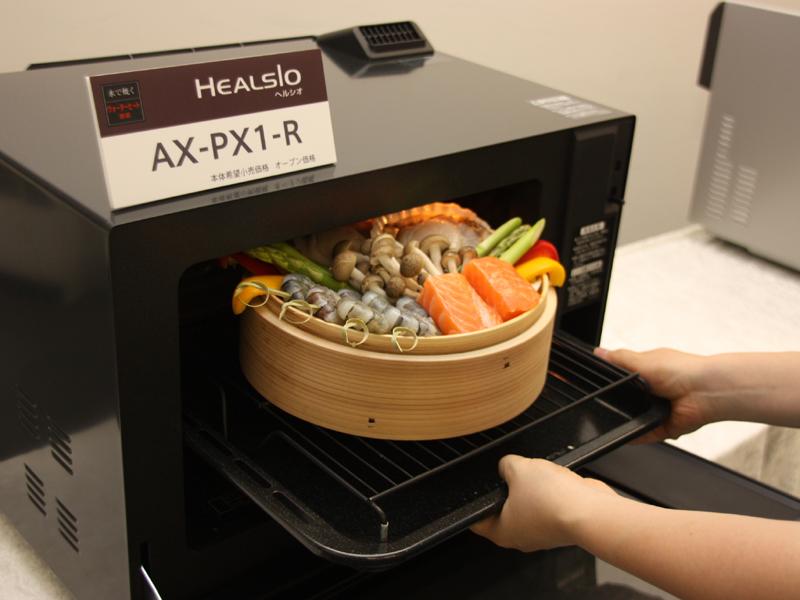 セイロを使った本格的な蒸し料理にも対応する