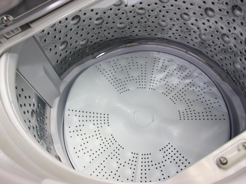 洗濯槽の底面には独特の形状をしたパルセータ「ビートウィング」が設置されている