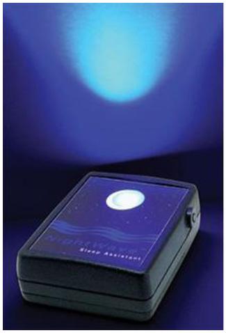 青い光の強弱に合わせて呼吸することで、体をリラックスさせ、自然に眠れるという