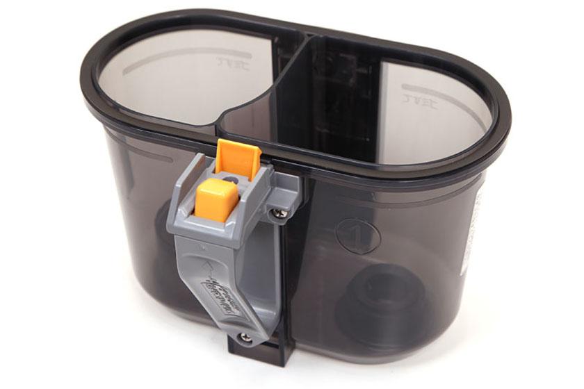 機構上、手で持ってダストカップを外すと、開口部が上を向くようになっている。いきなりゴミが落ちたりはしない