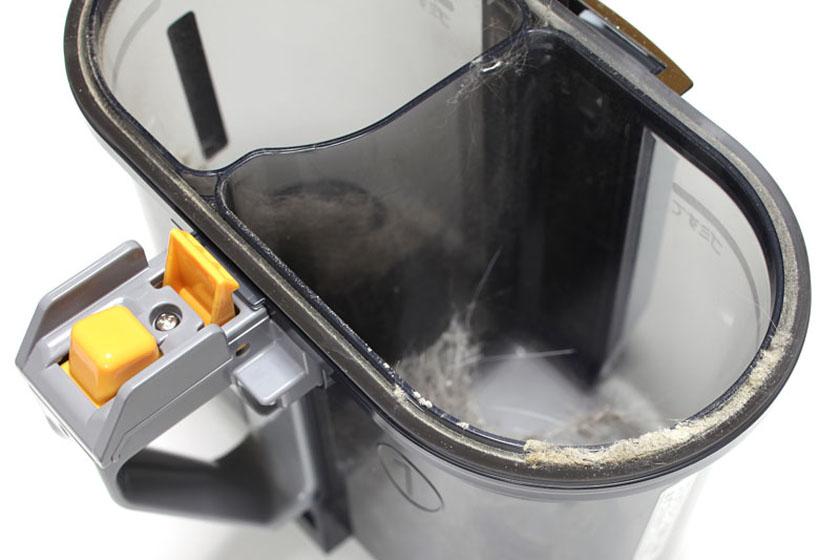 ダストカップ内にゴミの塊ができ、ダストカップのパッキン部に若干のホコリのようなゴミがたまる。それ以外はわりとキレイ