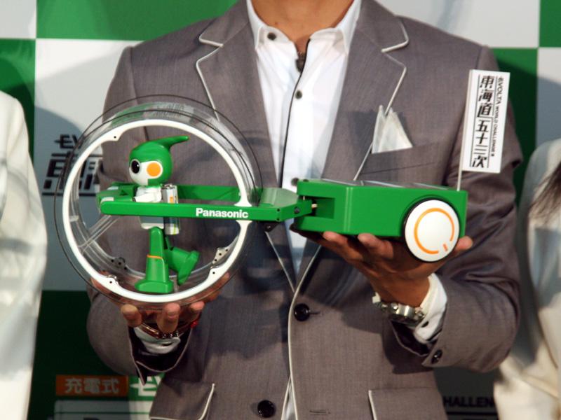 ロボット「エボルタ」。ロボットクリエイターの高橋智隆氏とパナソニックが共同で開発した