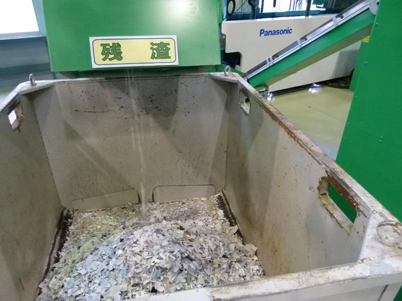 残渣(ざんさ)はもう一度、選別することで別の樹脂種が選別できるようになる