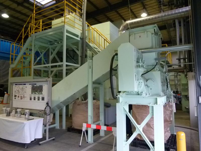 シュレッダーダストの中の有機物を酸化チタンの触媒反応を用いて処理する有機物分解処理設備