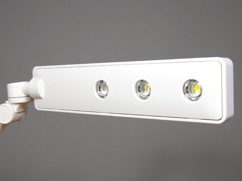 セードに「パワーLED」が3灯内蔵されている