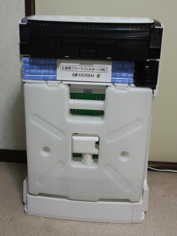 MCK75Lの内部構造。最初にあるのは、加湿用の水タンク。これについては、次回解説する