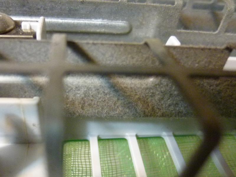 「対向極板」という金属部分には、たくさんのホコリが付いている。掃除は面倒だが、それだけホコリを取ってくれているということだ