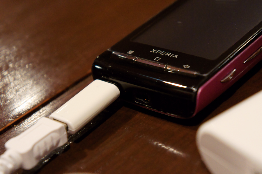 「Xperia mini」も充電OKだった。念のためだが、もちろんデータ通信はしていない