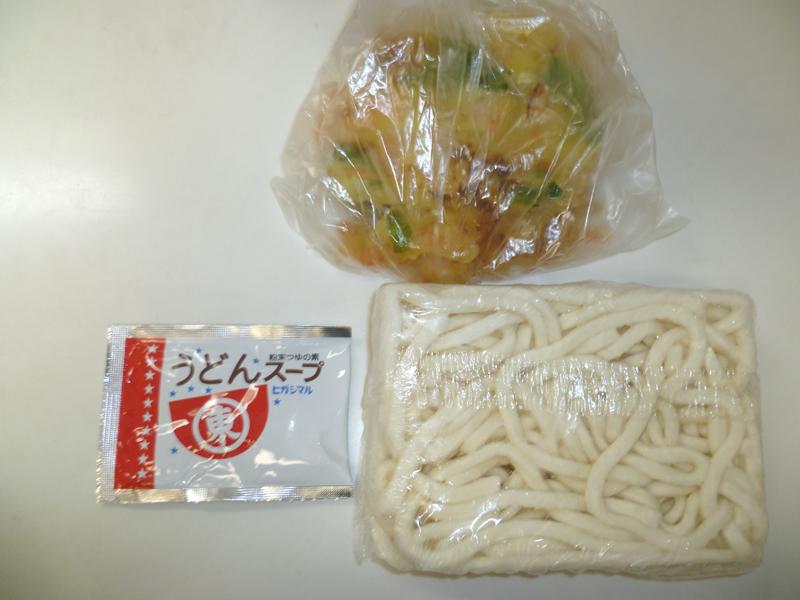 冷凍うどん、市販の粉末うどんスープ、総菜のかきあげで作った天ぷらうどん