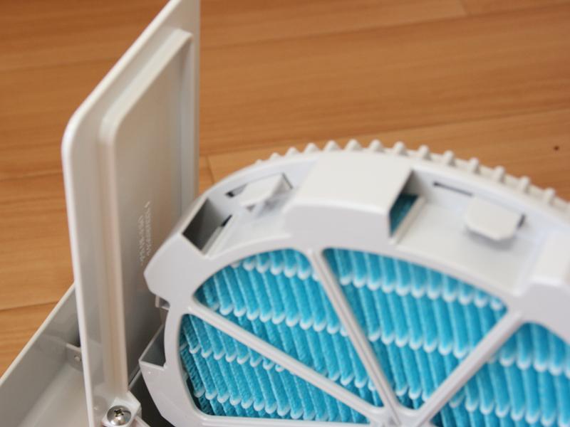 フィルターの回りのカバーが水車のような役割をする。水をくみ上げてフィルターに浸透させる