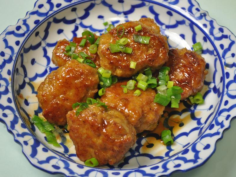 おいしい鶏肉のつくね団子ができた。ふんわりしていてとてもおいしい。プロが作ったみたいな食感!