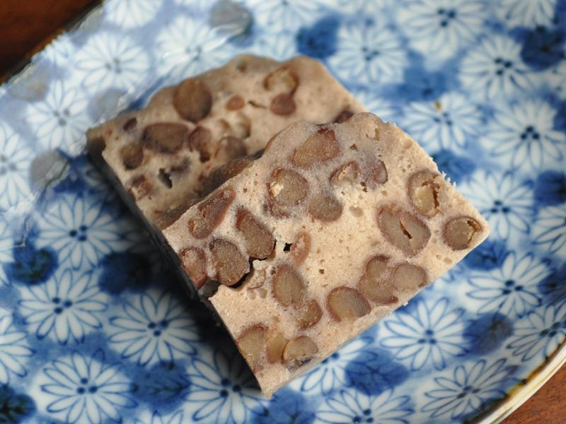 泡立てた卵白を使って和菓子作り。しっとり、もちもちでたまらない!