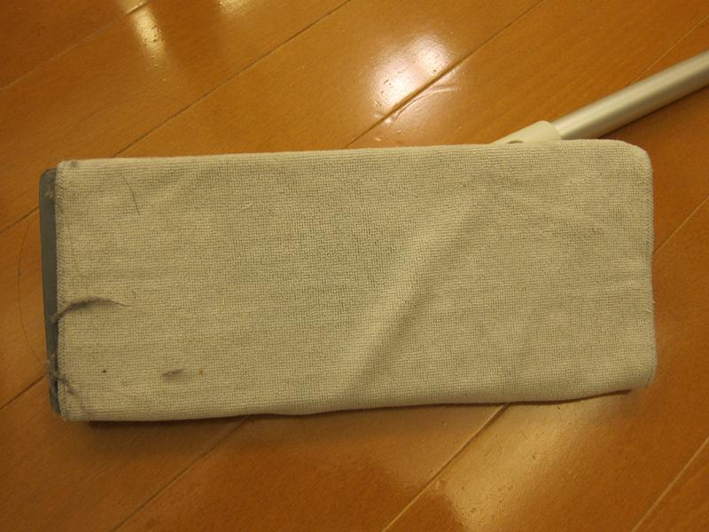 クロスの細かい繊維にホコリが絡み取られている