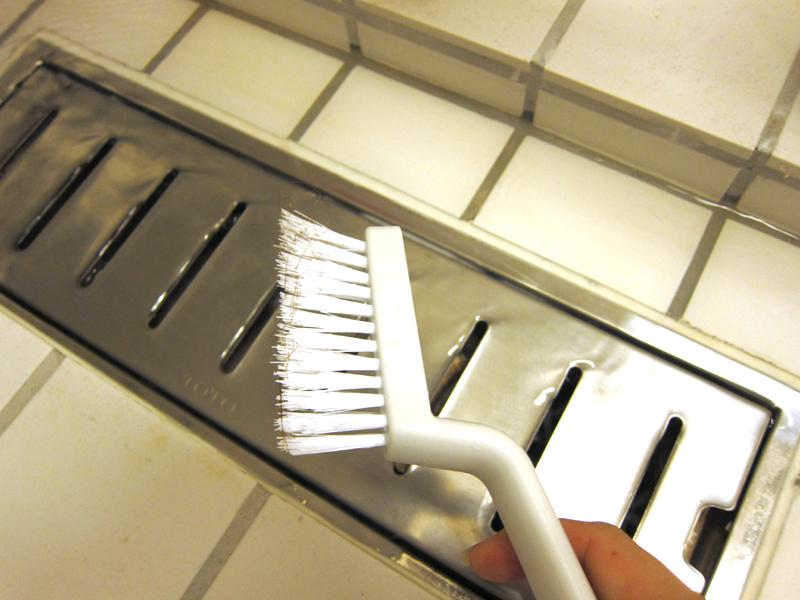 風呂場の排水溝に溜まりがちな髪の毛も、ブラシの先で絡み取ってくれていた