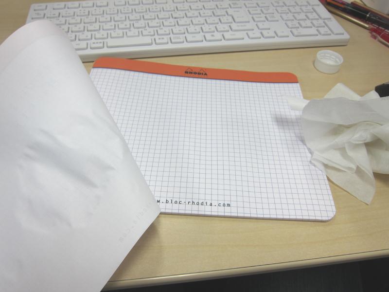 だが、表面のメモをめくったら、すぐ下の紙は生きていた!