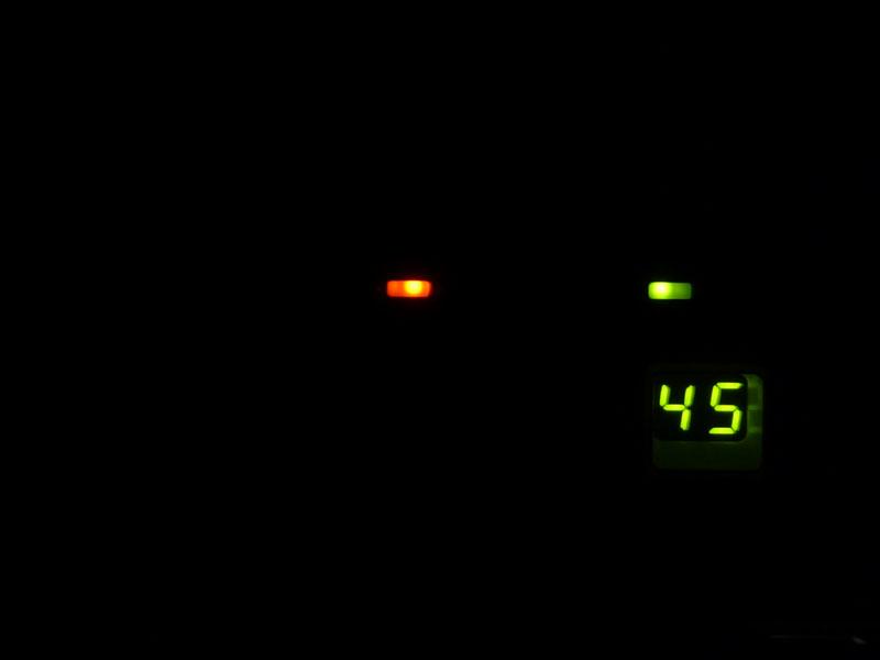 LED表示を暗めに設定できるが、真っ暗にはできない
