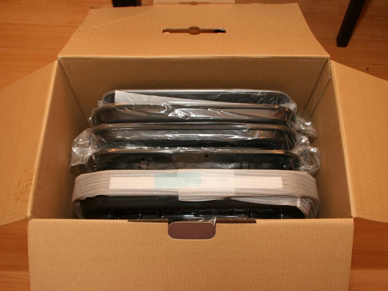 パッケージ。複数のプレートが付属するのでパッケージは保存用に取っておくと良い
