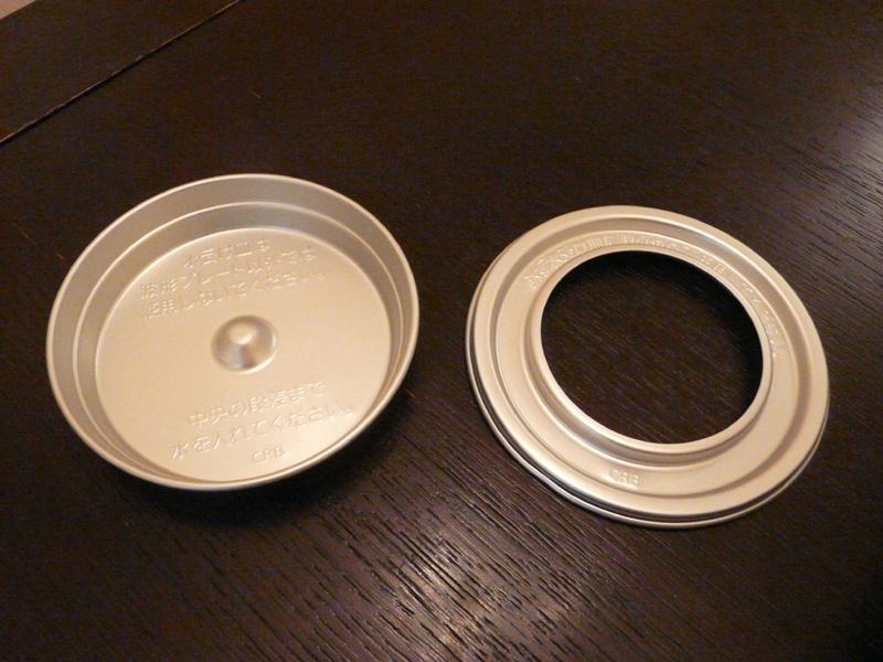 水受け皿(左)と、水受け皿ふた(右)