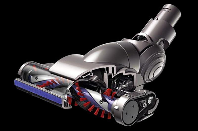 カーボンファイバーブラシ搭載モーターヘッド。静電気を起こさず床などの汚れを掻き取る電動ブラシだ。コードレスなのに電動とはナイス