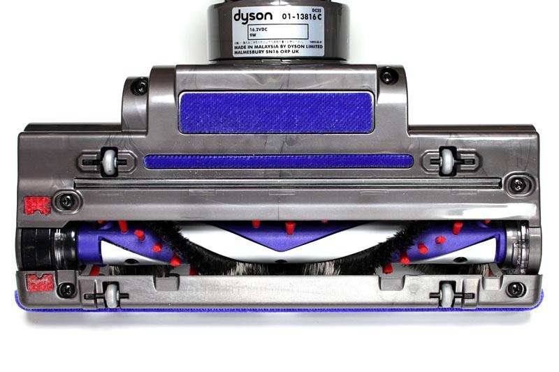 モーターヘッドは電動で回転。2種類のブラシにより静電気を抑えつつ床などのゴミをシッカリと掻き取ってくれる