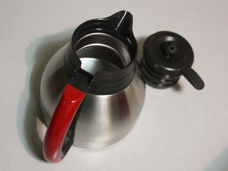 コーヒーサーバーはステンレスによる魔法瓶構造