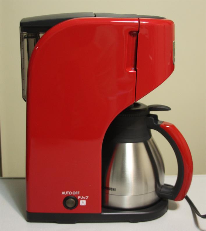 本体を横から見たところ。サイズは240×165×315mm(幅×奥行き×高さ)と、一般的なコーヒーメーカーと変わらない