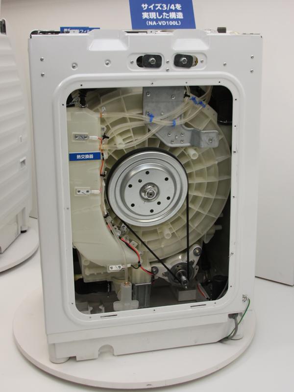 カットモデル。乾燥ユニットと熱交換器を薄型化したほか、振動を抑える「3D見張りセンサー」を採用する