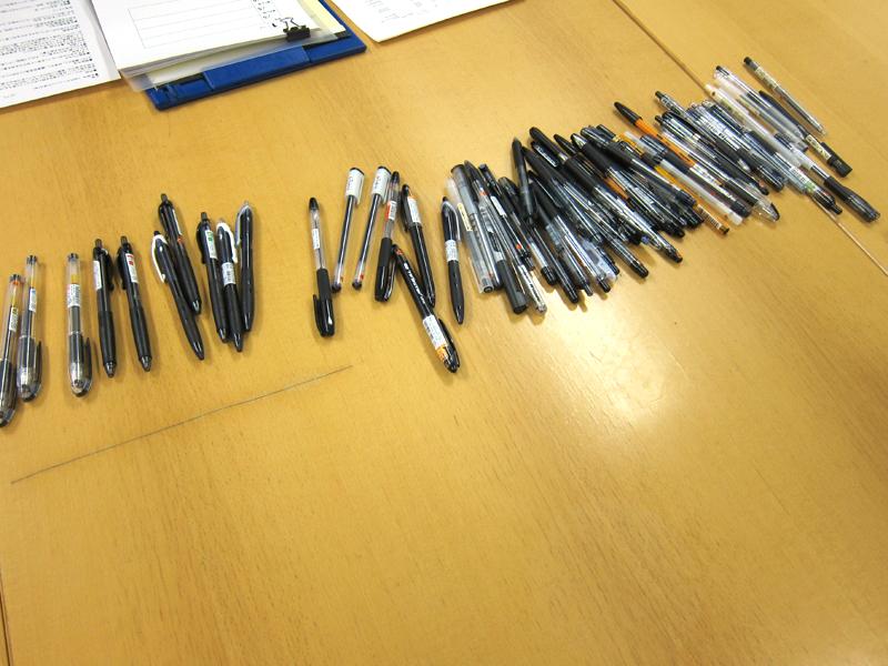 黒ボールペンは100円以下でもたくさんある