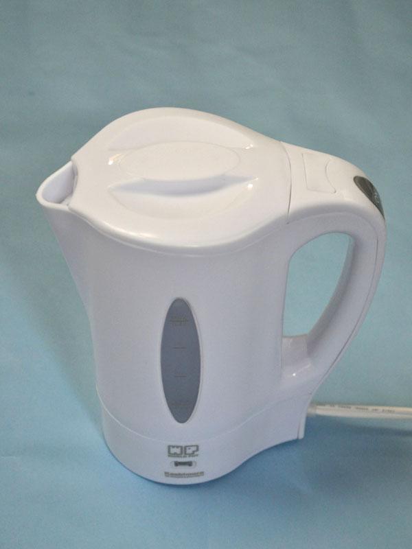 とてもコンパクトな湯沸かしポット。沸かせるお湯の量は400mlまで