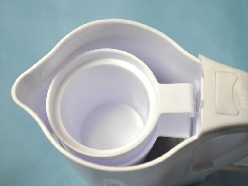 付属のコップは重ねて中に入れることができる