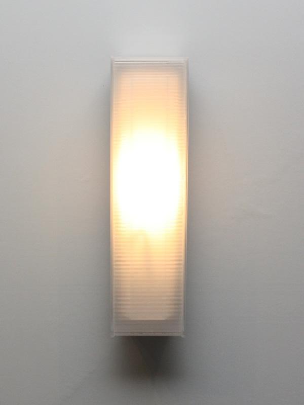 玄関に取り付ける「LEDポーチライト XLGEC101」。希望小売価格は51,975円。6月発売予定