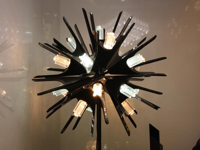 デザイナーの神原秀夫氏による、スマートシャンデリア用の灯具も販売されている